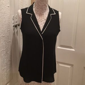 🦋🦋 NWT Express blouse